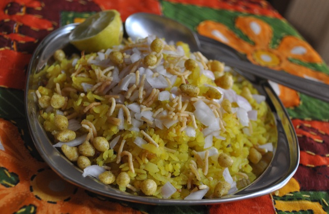 Kandapoha With Namkeen and Lemon (कांदापोहे)