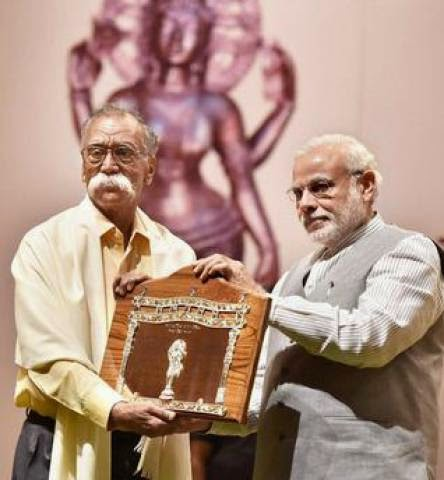 Prime Minister Narendra Modi presented '50th Jnanpith Award' to renowned literary figure Bhalchandra Nemade