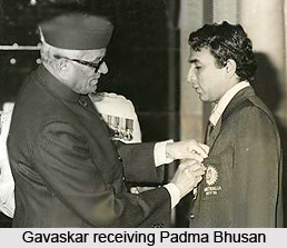 Sunil Gavaskar receives Padma Bhushan from President Neelam Sanjiva Reddy(left) at Rashtrapati Bhavan in New Delhi