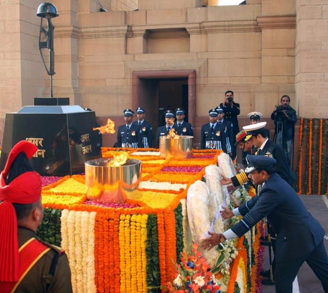Indian Armed Forces service chiefs laying a wreath at Amar Jawan Jyoti on Air Force Day